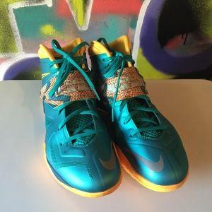 Nike LeBron Soldier VII size 10